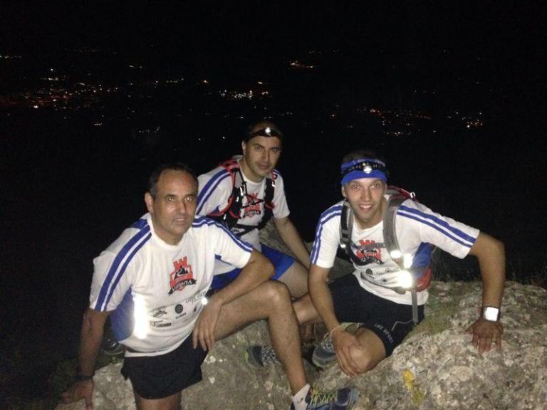 Los tres componentes de Trail Villena durante el desarrollo del entreno nocturno