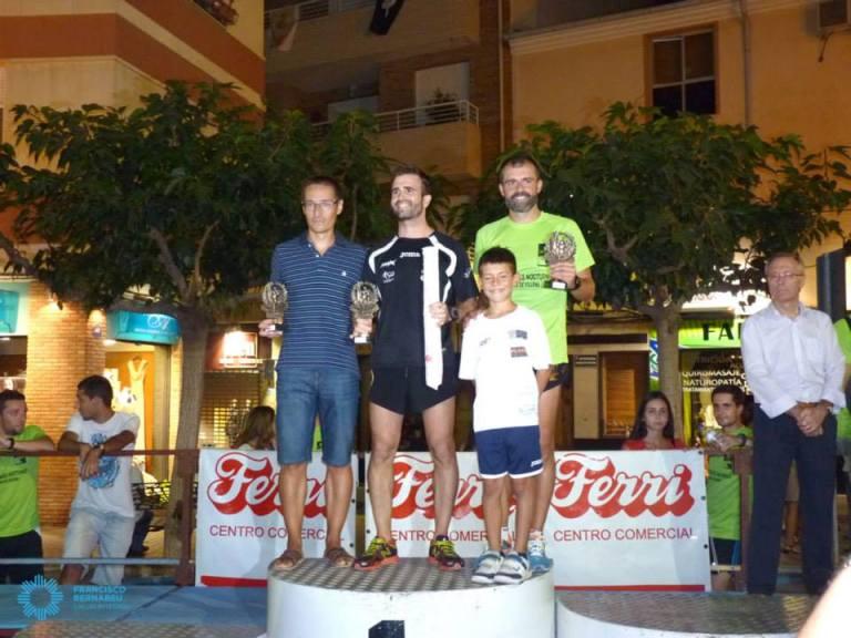 José María Fernández y Sebastián Soriano recibiendo los trofeos como segundo y tercer clasificado senior B