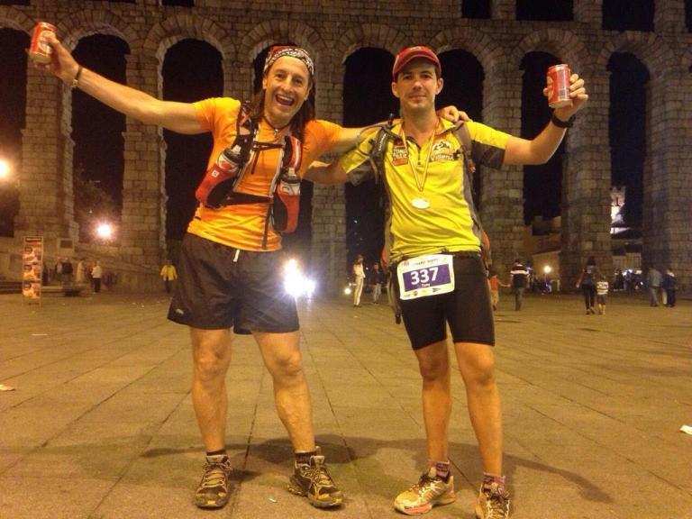 Raimundo Nus y Tony Flor junto al Acueducto de Segovia tras finalizar la prueba