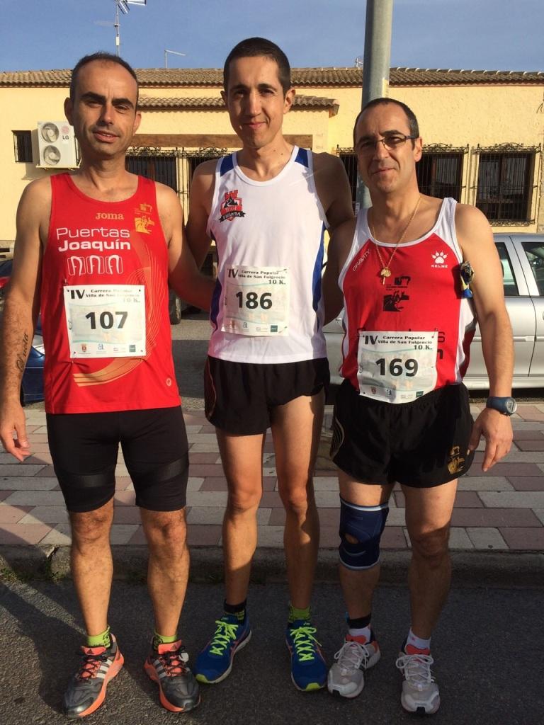Ángel Granizo a la derecha e Iván Berbegal en el centro de la imagen momentos antes de iniciarse la carrera
