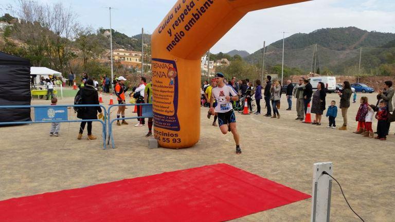 César Azorín llegando a meta