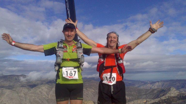Emilio y Rai en la cima del Puig Campana