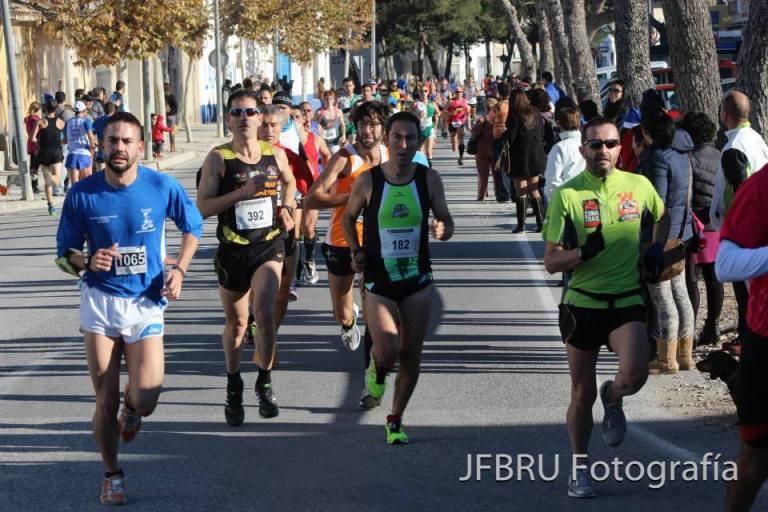Juan Carlos Ruiz en la parte derecha de la imagen durante el desarrollo de la carrera