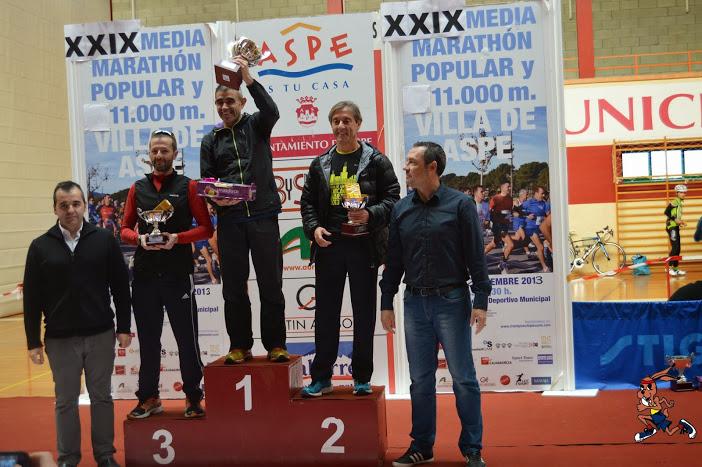 Juan Carlos Ruiz recogiendo su trofeo de tercer clasificado