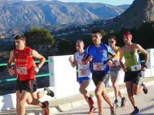 Jorge Máñez en el grupo de cabeza liderado por Óscar Pérez Sáez que a la postre fue el vencedor de la carrera