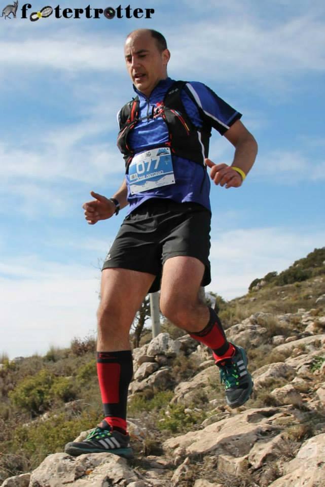 José Antonio Azorín durante el descenso de La Madama (Sierra del Carche)