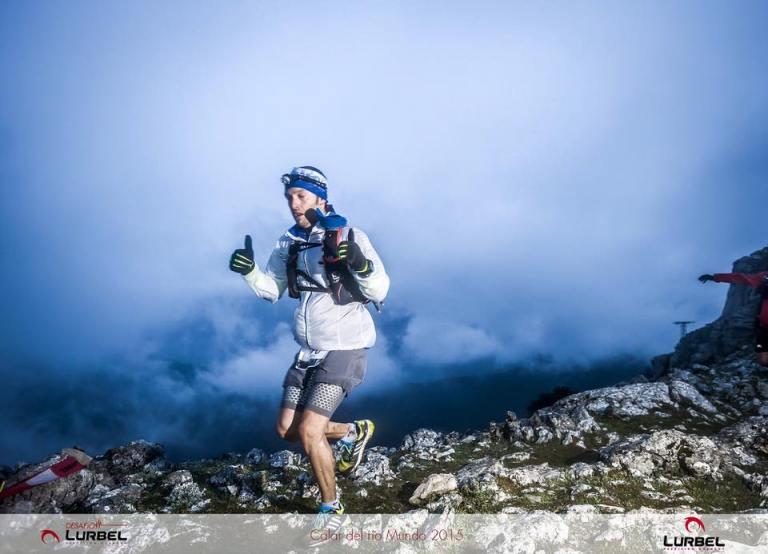 Vicente Úbeda, en la cima del Padroncillo con las primeras luces del día