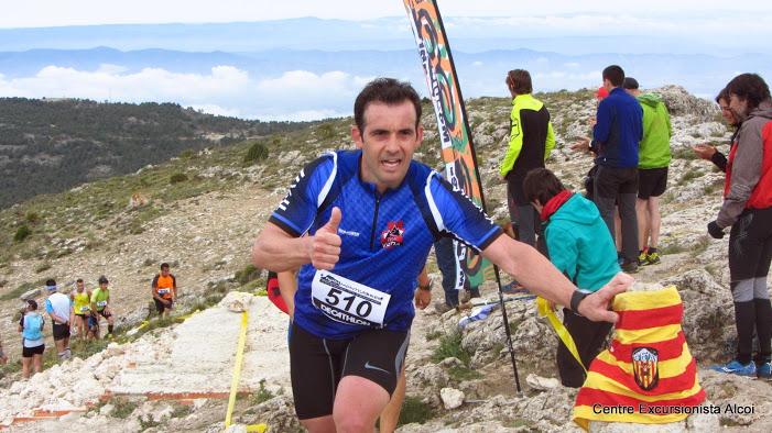 Juan José Ortuño coronando la cima del Montcabrer