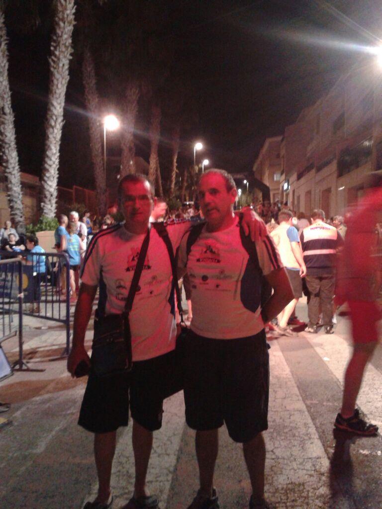 Los hermanos Vicente y Ángel tras finalizar la carrera