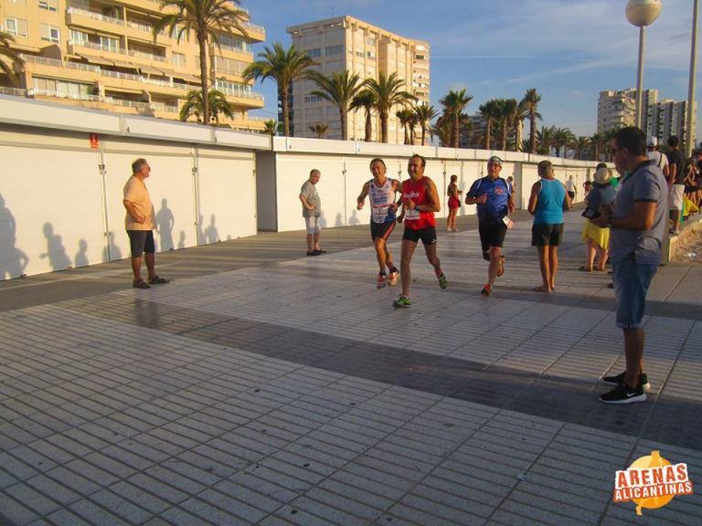 Ángel Granizo avanzandoen carrera por el lado derecho