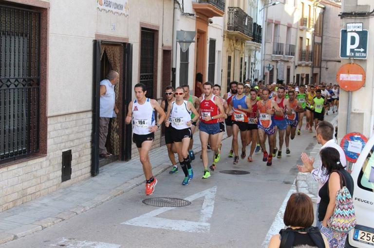Iván Berbegal encabezando la carrera tras darse la salida