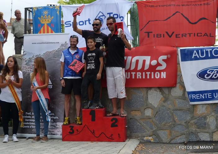 Juan Carlos Ruiz recogiendo el trofeo de tercer clasificado