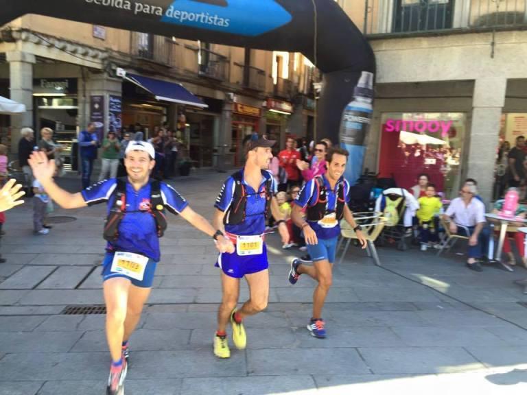 Tony, Rober y David llegando a la meta