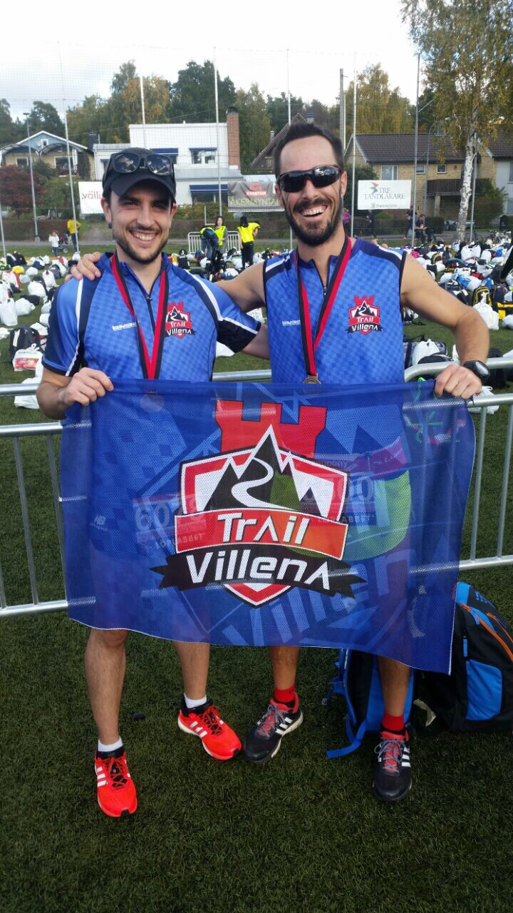 Adrián y Rober con sus medallas tras concluir la carrera
