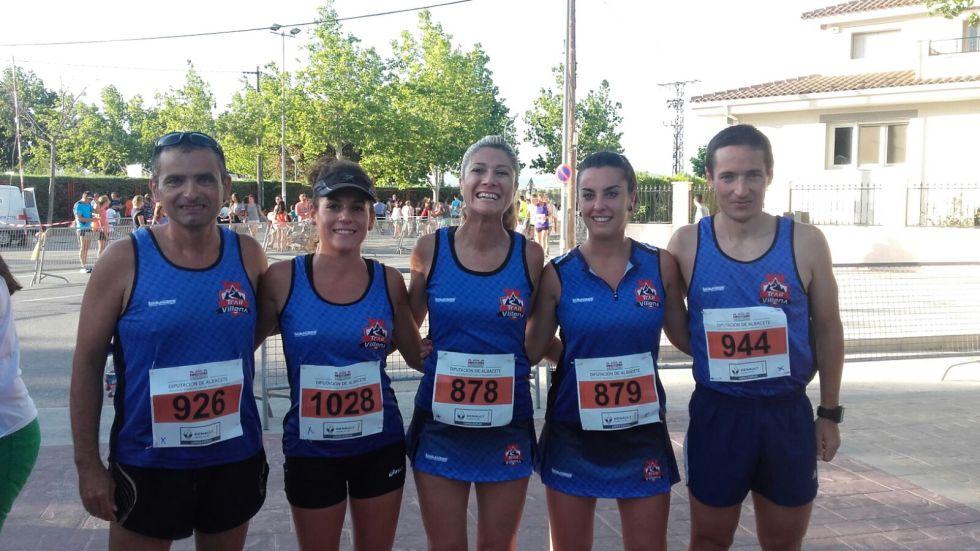 Algunos de los componentes de C.D.M.E Trail Villena que participaron en la carrera (De izq. a dcha: Vicente, Noelia, Irene, Mª Ángeles y Sebastián)