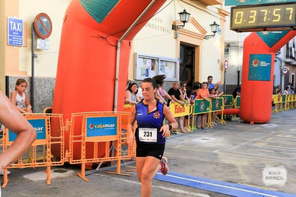 María Ángeles Gabaldón tras cruzar la línea de meta
