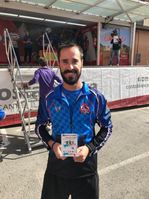 Rober con su trofeo de 5º clasificado local (Onil, Ibi, Castalla)