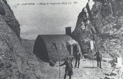 Foto antigua del Refugio de Tucarroya construido en 1890, posteriormente fue ampliado y remodelado.