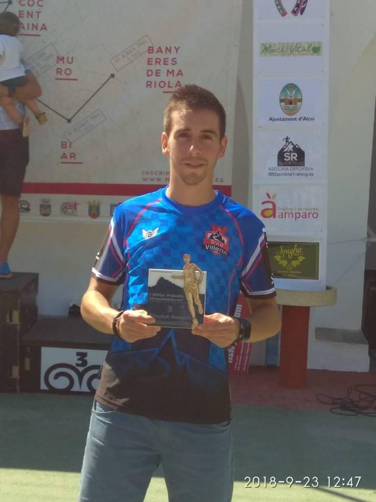Rubén con el trofeo