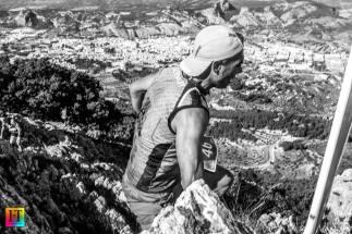 Juan José Malpica con las vistas de Alcoy al fondo