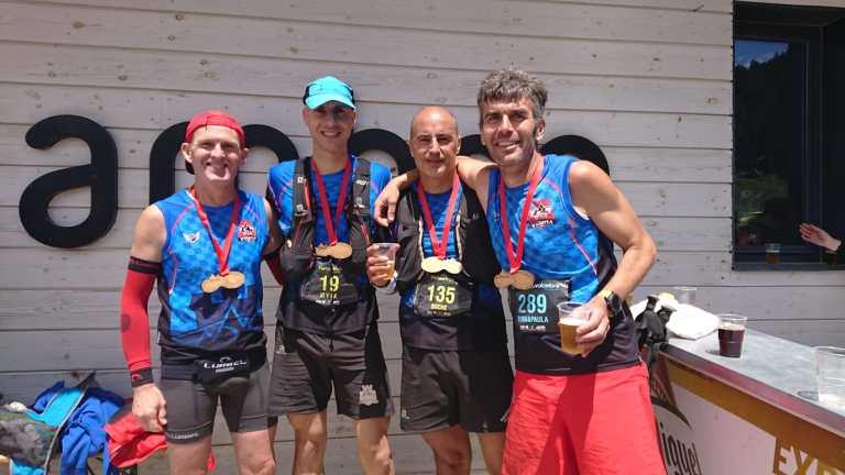 Componentes de CDME Trail Villena con la medalla finisher